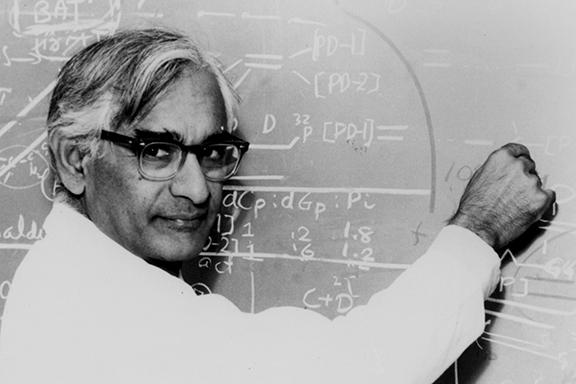 Photo of Gobind Khorana at a chalkboard